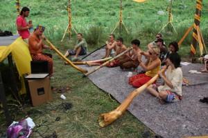 Диджириду, австралийский музыкальный инструмент